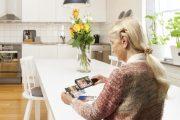 explore_5_elderly_woman_kitchen